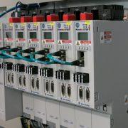 Komplexe Antriebslösungen mit Allen-Bradley Servoantriebe